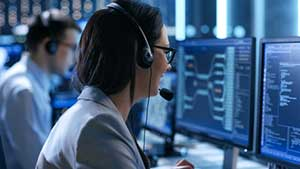 IT help desk specialist helping a client who has Maryland managed IT services