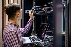 it consulting professional in a server room in maryland fixing an issue